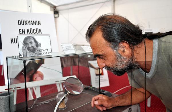 Dünyanın en küçük Kuran-ı Kerim'i sergilendi